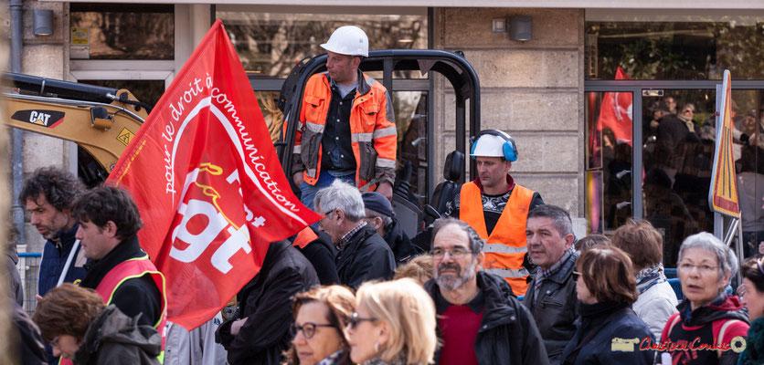 14h22 Arrêt des travaux, et pour cause ! Manifestation intersyndicale de la Fonction publique/cheminots/retraités/étudiants, place Gambetta, Bordeaux. 22/03/2018