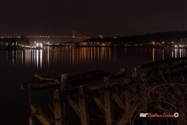 Les quais de la Garonne et le Pont d'Aquitaine depuis la rive droite, pont Jacques Chaban-Delmas, Bordeaux. Mercredi 27 février 2019