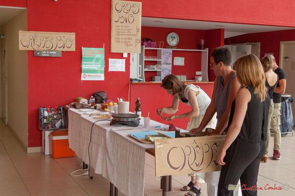 Buvette, stand gâteaux et crêpes bio. Concert de soutien des Insoumis de la 12ème circonscription de la Gironde. 28/05/2017, Targon