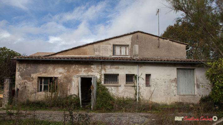Avenue la Fon de Buc, arrière de la maison d'habitation, avec ses chais. Cénac, 11/10/2012