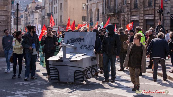 """14h15 Arrivé du cortège place Gambetta, devancé par quelques étudiants """"Baboom 1312"""". Bordeaux. 22/03/2018"""