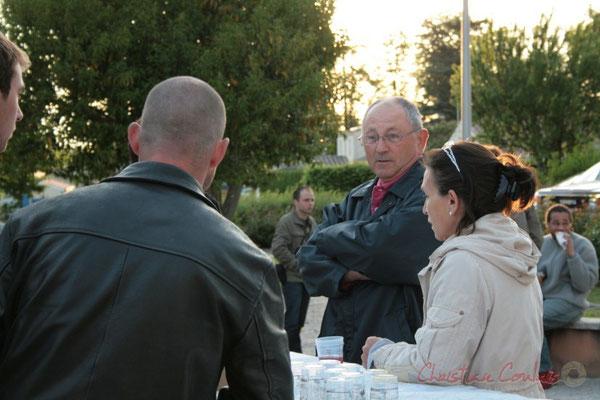 Dégustation des vins de Cénac. Entracte entre le Big Band du conservatoire et Fada. Festival JAZZ360 2010, Cénac. 14/05/2010