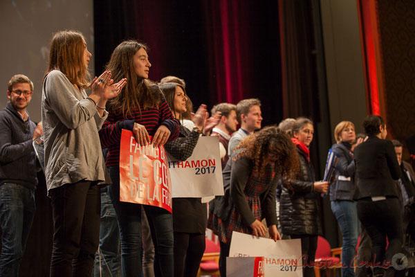 Les Jeunes Socialistes de Benoît Hamon sont prêts pour un nouveau meeting. Théâtre Fémina, Bordeaux. #benoithamon2017