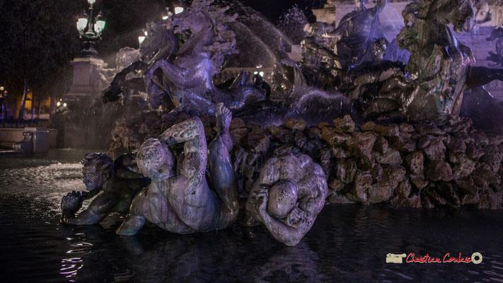Au pied du char : Ignorance, Mensonge et Vice, bassin le triomphe de la République, Monument aux Girondins. Bordeaux, mercredi 17 octobre 2018. Reproduction interdite - Tous droits réservés © Christian Coulais