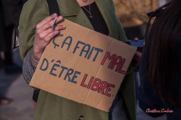 """""""ça fait mal d'être libre"""" Manifestation contre la loi Sécurité globale. Samedi 28 novembre 2020, place de la Bourse, Bordeaux. Photographie © Christian Coulais"""
