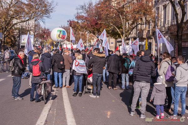Fin du cortège par la FSU et la France insoumise. Manifestation intersyndicale contre les réformes libérales de Macron. Cours d'Albret, Bordeaux, 16/11/2017