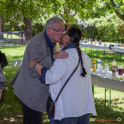 Embrassade émouvante entre Jean-Marie Darmian et Martine Faure, après tant d'années à partager les mêmes convictions. 14 mai 2017, Blasimon