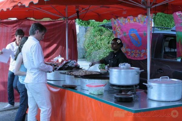 L'heure du dîner avant l'avant-concert de Roger Biwandu Quintet. Festival JAZZ360, Cénac. 03/06/2011