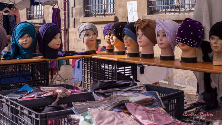"""""""Hijab"""" Marché Saint-Michel, Bordeaux. Samedi 6 mars 2021. Photographie © Christian Coulais"""