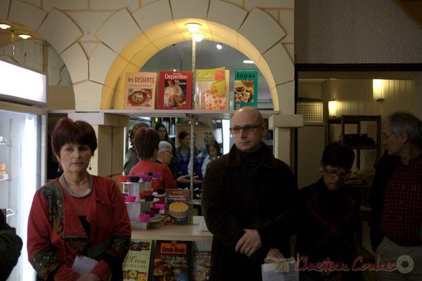 Mireille Ormaechea, Jean Samenayre, adjoint au Maire de Créon, représentant la Fondation R.T.E. Epicerie solidaire, l'Annexe de la Cabane, 38, rue Amaury de Craon à Créon