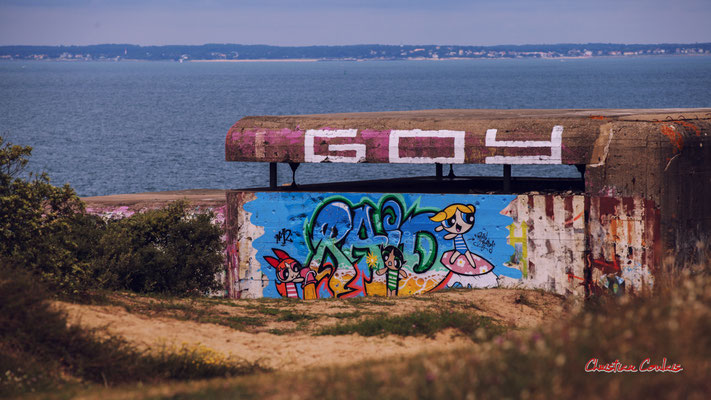 """Graffs """"Raid"""" & """"Goy"""" Bunker, batterie des Arros, mur de l'Atlantique, Soulac-sur-Mer. Samedi 3 juillet 2021. Photographie © Christian Coulais"""