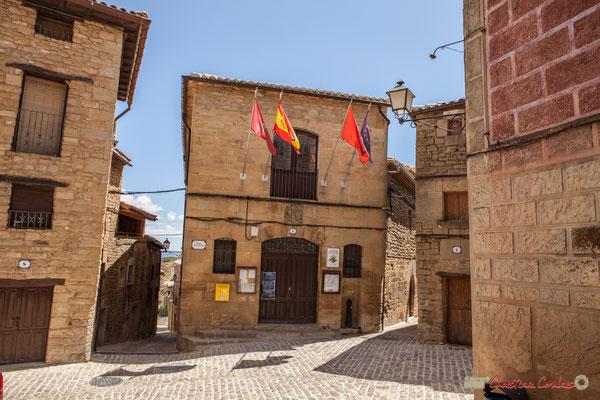 Place de l'Hôtel de ville d'Ujué, Navarre / Plaza del Ayuntamiento de Ujué, Navarra