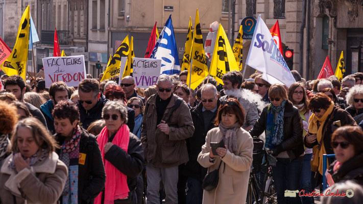 """14h47 """"Facteurs du Verdon"""" """"Facteurs de Saint-Vivien"""" Manifestation intersyndicale de la Fonction publique/cheminots/retraités/étudiants, place Gambetta, Bordeaux. 22/03/2018"""