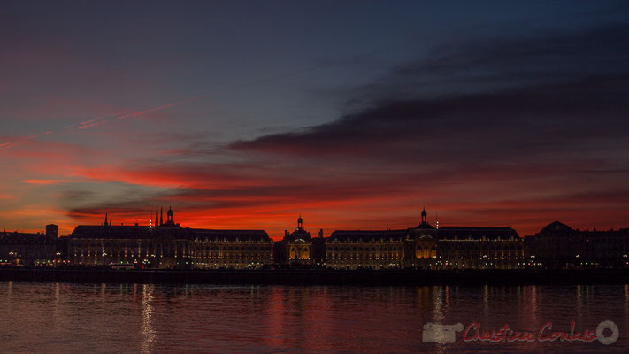 05/12/2015. Ciel rougeoyant. Palais de la Bourse, Bordeaux, patrimoine mondial de l'Unesco. Gironde