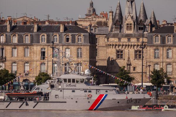 Vedette garde-côtes des Douanes françaises le Seudre D.F.32 et la Porte Cailhau. Bordeaux, 22/06/2019 Reproduction interdite - Tous droits réservés © Christian Coulais