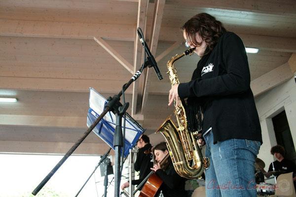 Saxophone ténor. Big Band Jazz du Collège Eléonore de Provence, de Monségur (promotion 2010). Festival JAZZ360 2010, Cénac. 12/05/2010