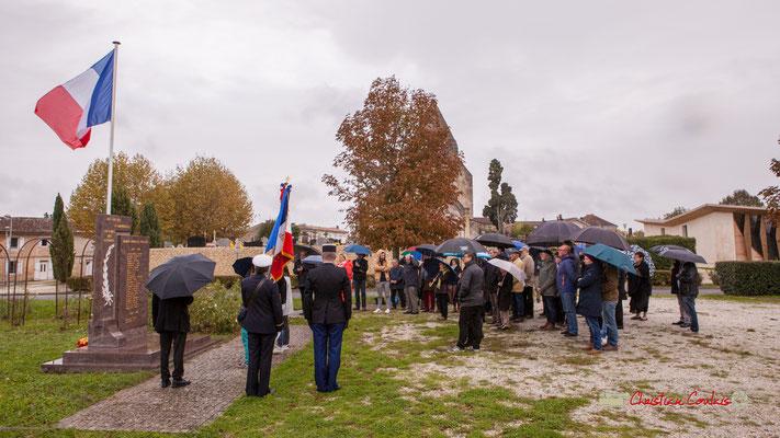 Sonnerie aux morts. Commémoration de l'Armistice du 11 novembre 1918 et hommage rendu à tous les morts pour la France, ce lundi 11 novembre 2019 à Cénac (Gironde).