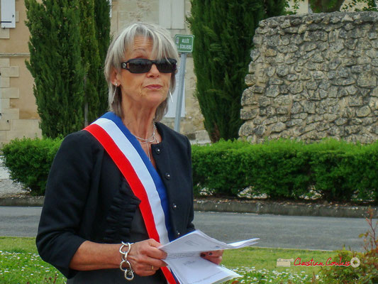 Simone Ferrer, Maire de Cénac. Hommages et commémoration de l'Armistice du 8 mai 1945 à Cénac (Gironde), ce mardi 8 mai 2012.