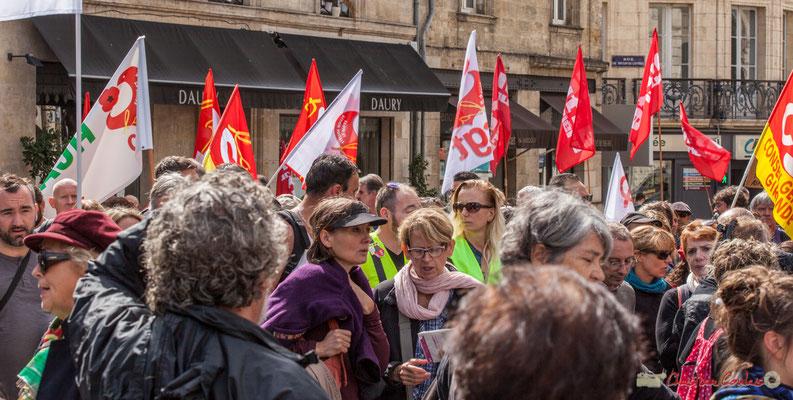 Les derniers syndiqués... CGT Conseil général Gironde (pensez à changer départemental sur le drapeau) et Lutte Ouvrière. Manifestation contre la réforme du code du travail. Place Gambetta, Bordeaux, 12/09/2017
