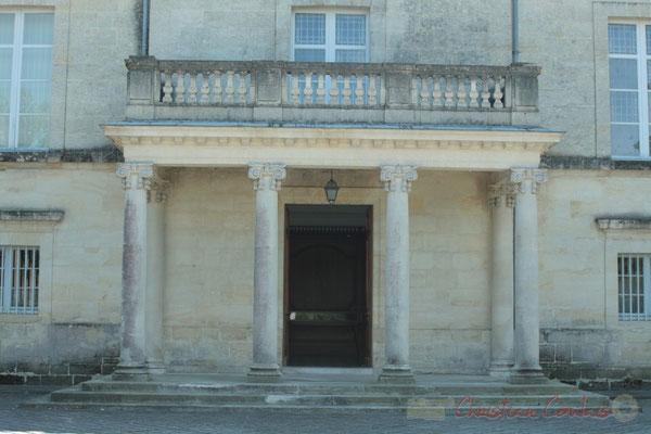 Colonnade de l'entrée du Château de Latresne