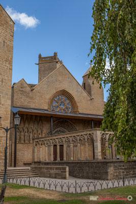 Iglesia de Santa María de Olite, Navarra. Adossée au Palais royal, résidence préférée de Carlos III le Noble, elle fut utilisée par les monarques navarrais à l'occasion des grandes fêtes et des cérémonies solennelles.
