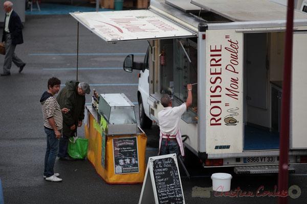 """""""Poulets, coquelets, cailles."""" Rotisserie, Marché de Créon, Gironde"""