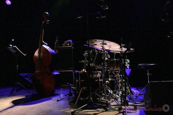 Contrebasse et batterie. Mauro Gargano; Roger Biwandu Quintet, Festival JAZZ360 2011, Cénac. 03/06/2011