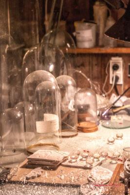 Table de travail. Le Ras d'eau, atelier de Sébastien Rideau, artiste plasticien. Le Verdon-sur-mer, samedi 3 juillet 2021. Photographie © Christian Coulais