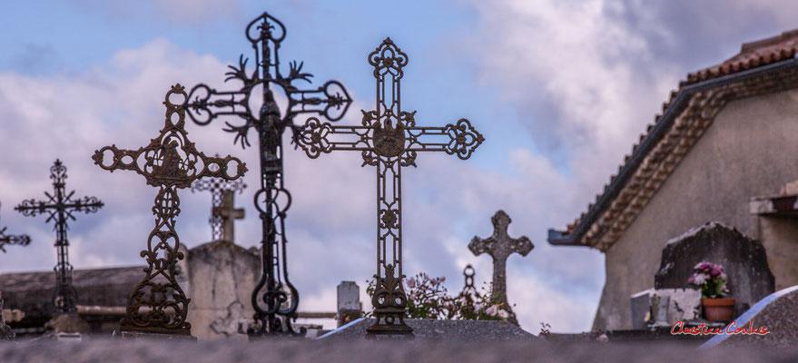 Croix de cimetière de l'église Notre-Dame-de-Fargues, Fargues-de-Langon. Samedi 10 octobre 2020. Photographie © Christian Coulais