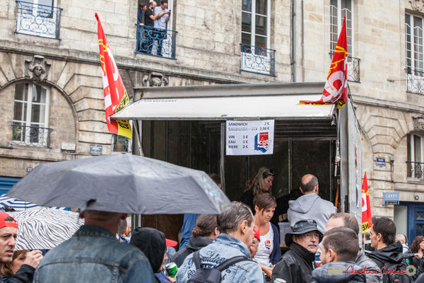 CGT Energies 33, Sandwich 2€,Vin 1€, Eau 1€, Bière 2€. Manifestation contre la réforme du code du travail. Place Gambetta, Bordeaux, 12/09/2017