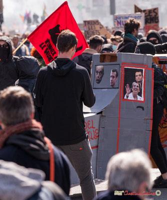 """14h41 """"Le train-train des lycéens/étudiants 2"""". Manifestation intersyndicale de la Fonction publique/cheminots/retraités/étudiants, place Gambetta, Bordeaux. 22/03/2018"""