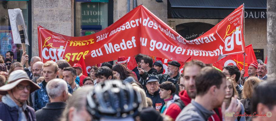 """CGT """"Halte aux massacres des droits du travail. Stop au MEDEF au Gouvernement"""" Manifestation contre la réforme du code du travail. Place Gambetta, Bordeaux, 12/09/2017"""