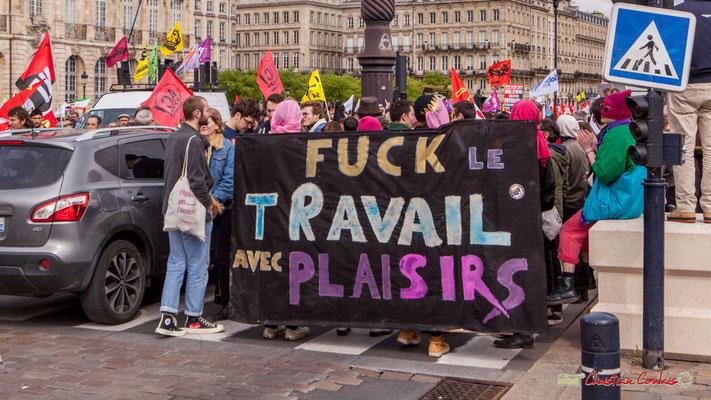 """11h35 Manifestation du 1er mai 2018. """"Fuck le travail avec plaisirs"""" Quai de la Douane, Bordeaux."""