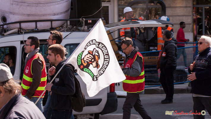 14h29 Paysans révolutionnaires. Manifestation intersyndicale de la Fonction publique/cheminots/retraités/étudiants, place Gambetta, Bordeaux. 22/03/2018