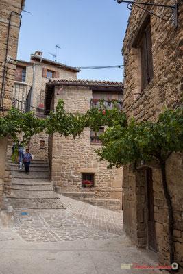 Placette au carrefour de trois ruelles, Ujué, Navarre / Pequeña plaza en el cruce de tres callejones, Ujué, Navarra