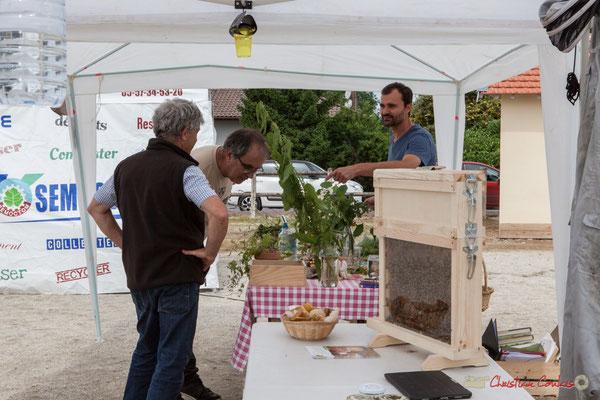 Imaginons et Recyclons. Stand de l'apiculteur. Haux, 4 juin 2017