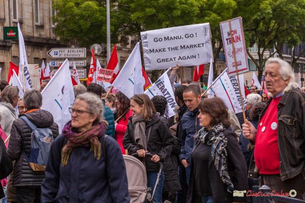 """10h41 """"Go Manu, Go ! Make the market great again !"""" (Allez Manu, allez, rends le marché encore meilleur !) Cours d'Albret, Bordeaux. 01/05/2018"""