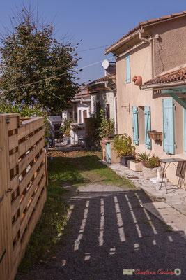 Habitat vernaculaire, place Moutille, Cénac, Gironde. 16/10/2017