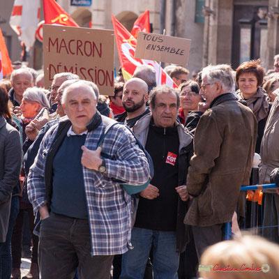 """14h20 """"Macron démission"""" """"Tous ensemble"""" Manifestation intersyndicale de la Fonction publique/cheminots/retraités/étudiants, place Gambetta, Bordeaux. 22/03/2018"""