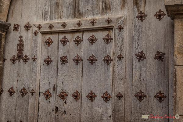 Détail de la porte de la maison de maître au blason baroque / Detalle de la puerta de la mansión para el blasón barroco. Liédena, Navarra