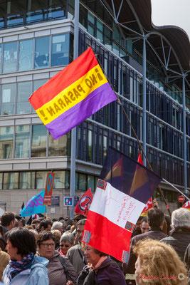 """""""No pasaran !"""" Manifestation du 1er mai 2017, avec la France Insoumise, cours d'Albret, Bordeaux"""