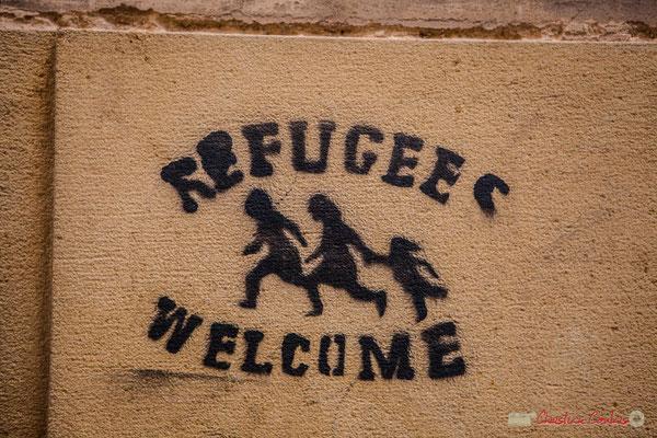 """Refugees welcome / Réfugiés, bienvenue ! / Refugiados bienvenidos. """"Quatre cent ans durant, musulmans, juifs et mozarabes y vécurent en parfaite harmonie"""". Tudela, Navarra"""