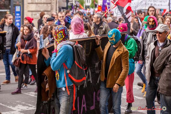 """10h52 Prostituées déterminées. """"Fuck le travail avec plaisirs"""" Rue du Docteur Nancel-Pénard, Bordeaux. 01/05/2018"""
