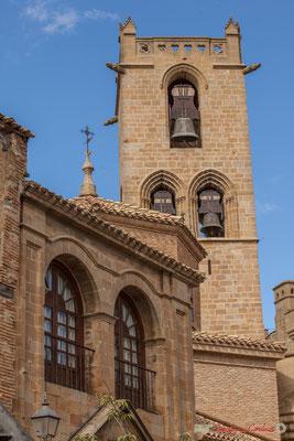 Clocher de l'église Santa Maria depuis la place Carlos III le Noble, Olite, Navarre / Campanario de la iglesia de Santa Maria desde la plaza Carlos III, Olite, Navarra