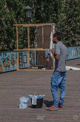 Vendeur d'eau, Pont des Arts, Paris 1er