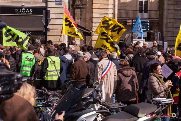 14h49 Un des rares élus visibles. Manifestation intersyndicale de la Fonction publique/cheminots/retraités/étudiants, place Gambetta, Bordeaux. 22/03/2018