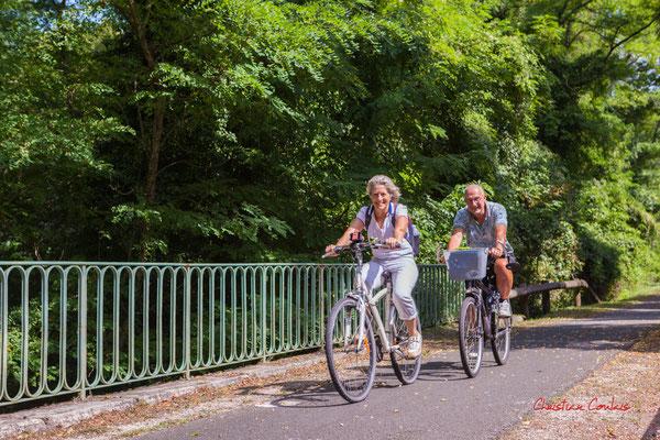 """""""Piste cyclable Roger Lapébie, en couple"""" De Frontenac à Espiet; 11km. Ouvre la voix, samedi 4 septembre 2021. Photographie © Christian Coulais"""