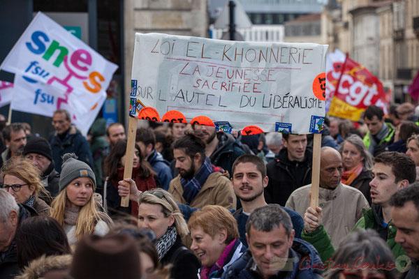 """14h37, """"Loi El-Khonnerie, la jeunesse sacrifiée sur l'autel du libéralisme"""". Place Gambetta"""