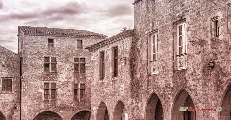 Place Mercadiou. Cité médiévale de Saint-Macaire. 28/09/2019. Photographie © Christian Coulais