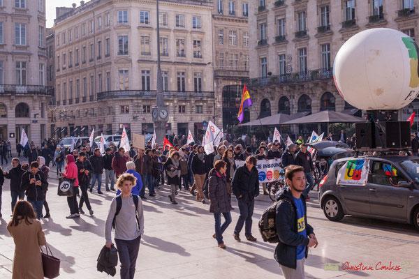 12h55 une certaine visibilité de la manifestation intersyndicale contre les réformes libérales de Macron, assez incomprise. Place de la comédie, Bordeaux, 16/11/2017